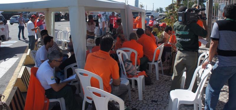 Concentração em frente do Portão B da Lubnor.